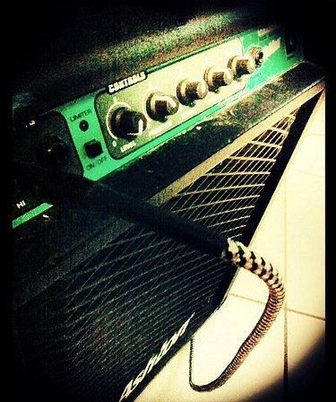Feedback on a guitar works differently from microphone feedback (Photo: martinhoward @ Flickr)