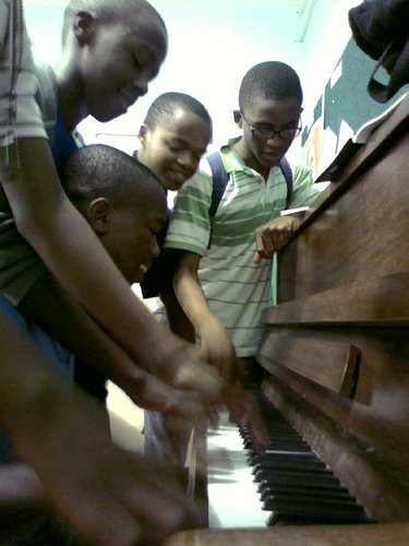 Music can provide children with fun and learning alike (Photo: Frerieke @Flickr)